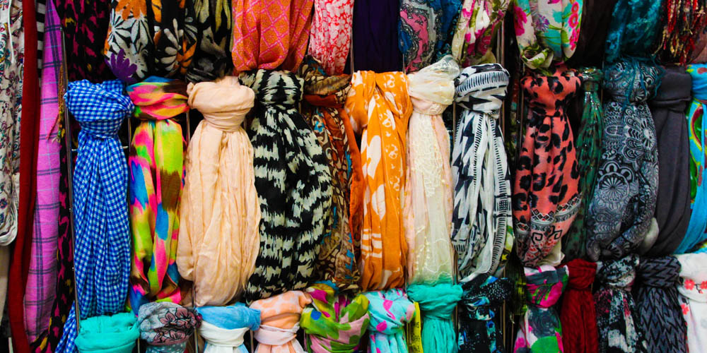 Fashion Trends - How to combine a beautiful foulard with your favorite looks? - title