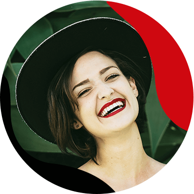 Fashion Trends- Find the perect lipstick color for your outfits- woman smiling